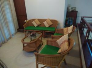 Ratan living room set 4 pieces