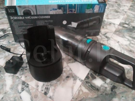 Rechargeable vacuum cleaner