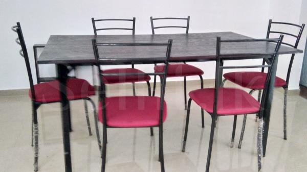 Damro metal dinning table set for sale