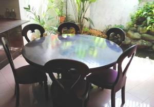 Unique Mahogany dinning table and six chairs
