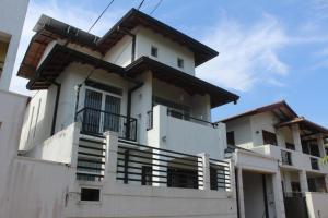 03 Stroied House for rent in Panadura