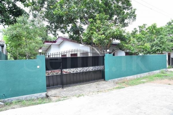 House for sale in Athurugiriya