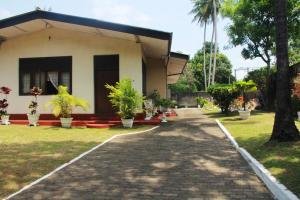 Land with House for sale in Colombo 06