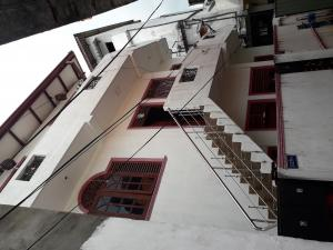 4 House units and 1 shop for sale in Colombo 15.