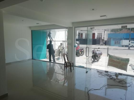 Building for commercial/office use available in Dalugama
