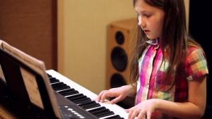 Tuition lessons in organ music for kids only