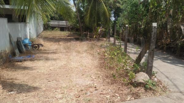 Land with a house for sale in kiribathgoda